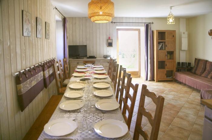 salle à manger du gite de groupe