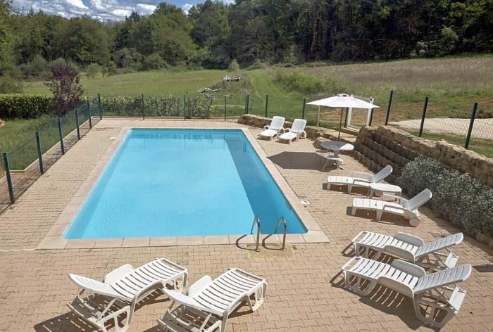 photo de la piscine située devant la location